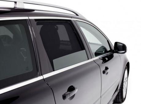 Szél- és rovar elleni védelem leengedett ablakoknál is